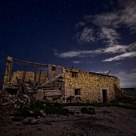 Ruinas bajo el cielo