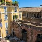 Marché de Trajan et maison jaune