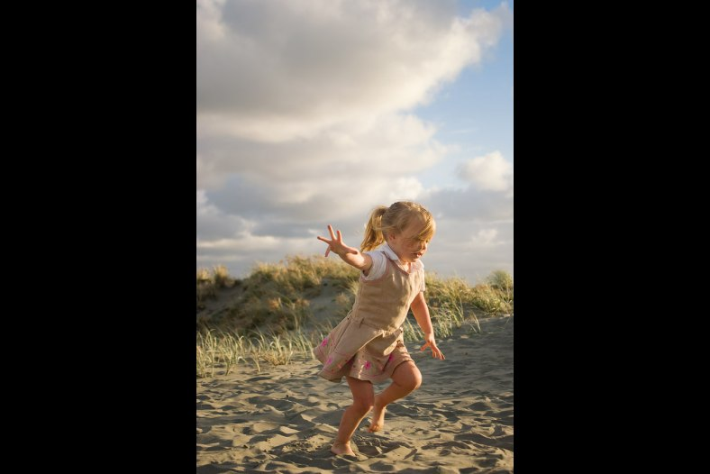 Child at the beach, run, play
