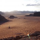le soleil se couche dans le désert de Wadi-Rum