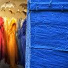 Mademoiselles de Saint-Rémy derrière la porte