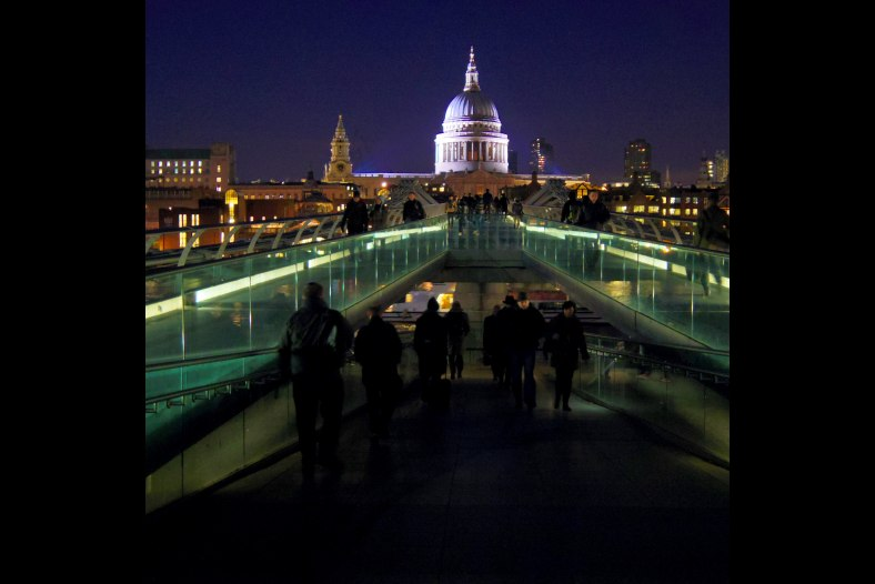 Millennium Bridge, winter evening