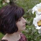 Olena & flowers.